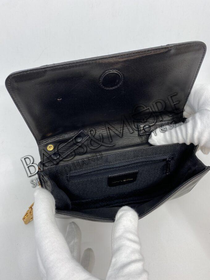 Lancel clutch of schoudertas kleur zwart leder met goudkleurige accenten