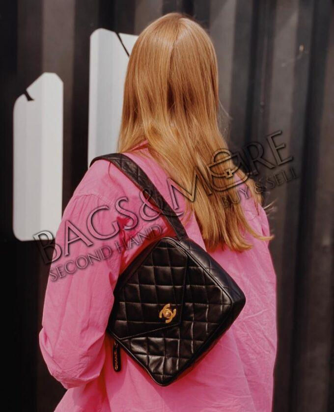 Chanel schoudertas vintage black met goudkleurige hardware